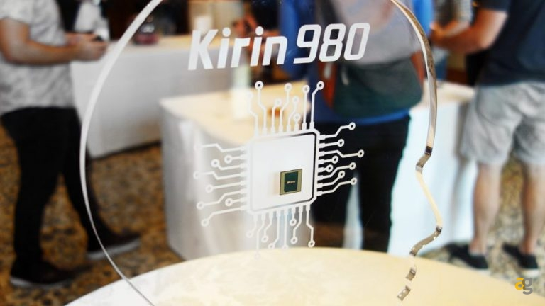 Huawei-Kirin-980-processor-on-display-stand-920×518